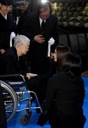 相澤会長お別れ 聖子01.jpg