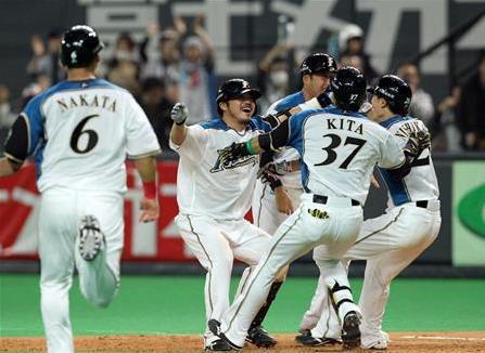 開幕小谷野サヨナラ打.2.JPG